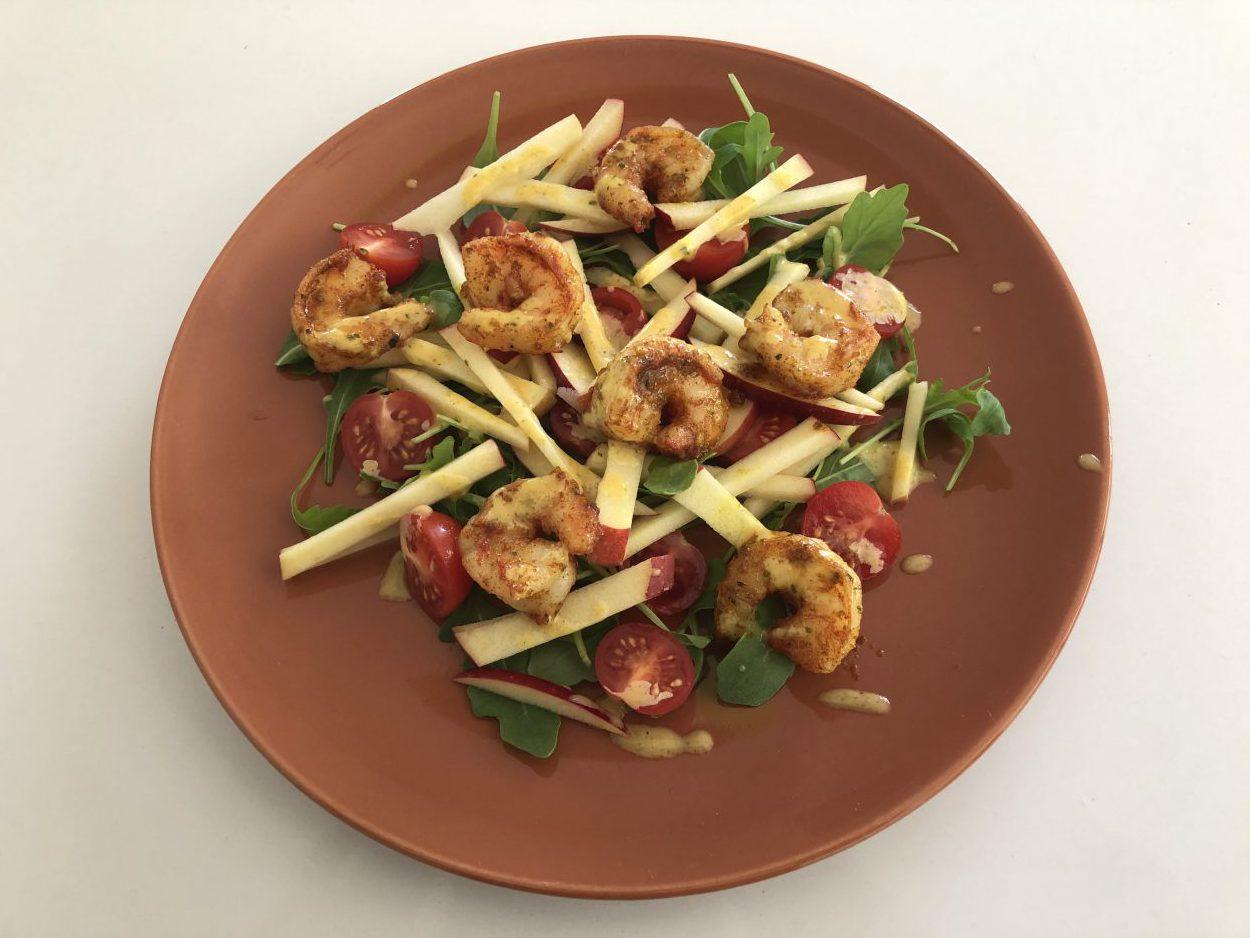 Salade met scampi, appel en currydressing