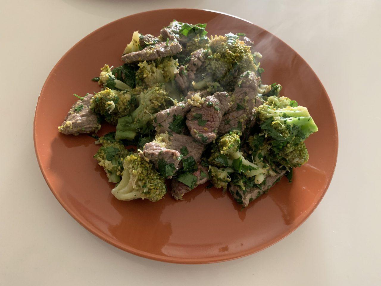 Gebakken rundvlees met broccoli